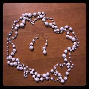 Imitation pearl necklace & earrings